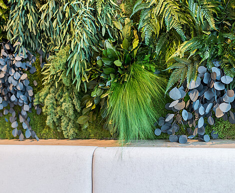 Preserved plant wall, Freund Greenwood Jungle, maintenance-free at the ORBI Tower Vienna