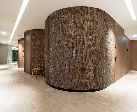 Massive natural Bark House® poplar bark around a curve as part of the Anima Mentis, Vienna health concept, by Freund GmbH