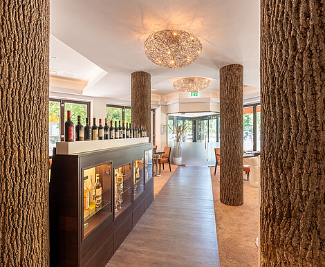 Schubert's restaurant Berlin, premium interior, pillars with Freund GmbH Bark House® poplar bark, Berlin, gastronomy