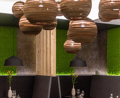 Evergreen moss walls by Freund in the interior design of a restaurant