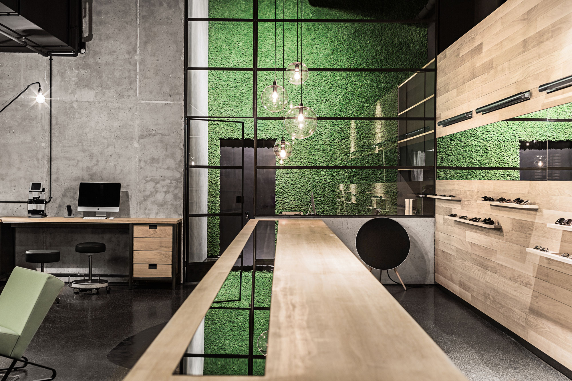 Freund Evergreen Premium moss wall in the Leidmann flagship store, Munich