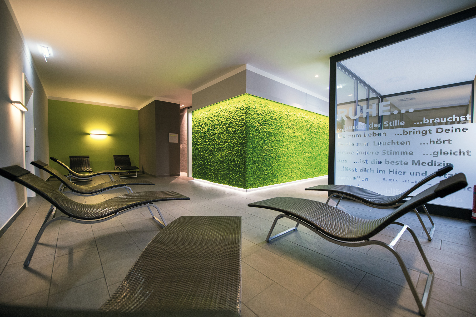 Apple green Evergreen Premium moss wall, relaxation room, Fitcenter Hallein