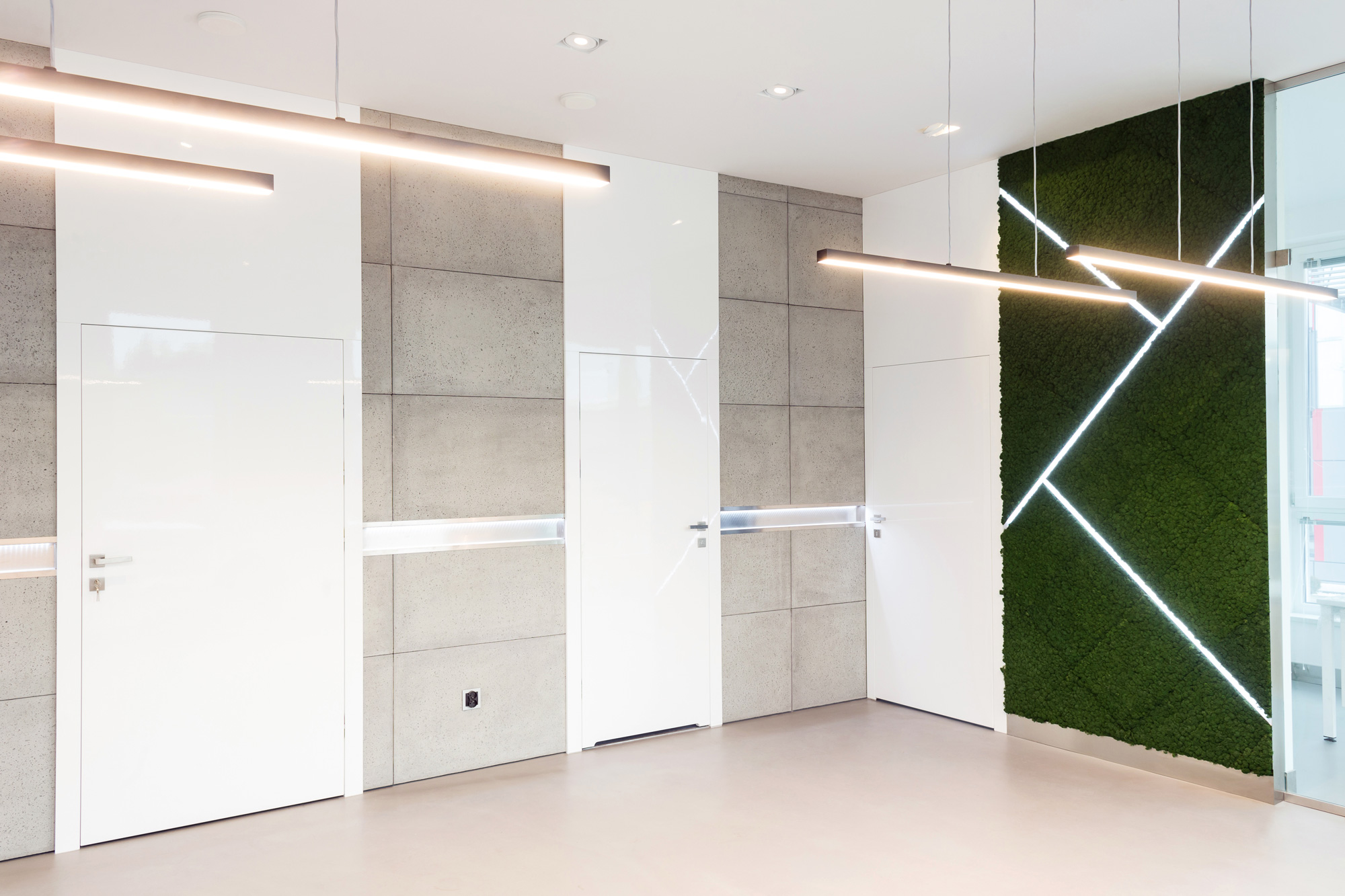 LASERTECHNIKA office greenery, Evergreen Moss Standard in moss green and apple green