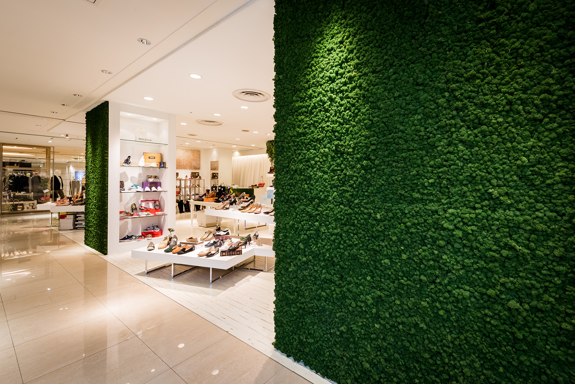Real maintenance-free moss walls, shoe shop in a shopping mall, Kawasaki, Japan