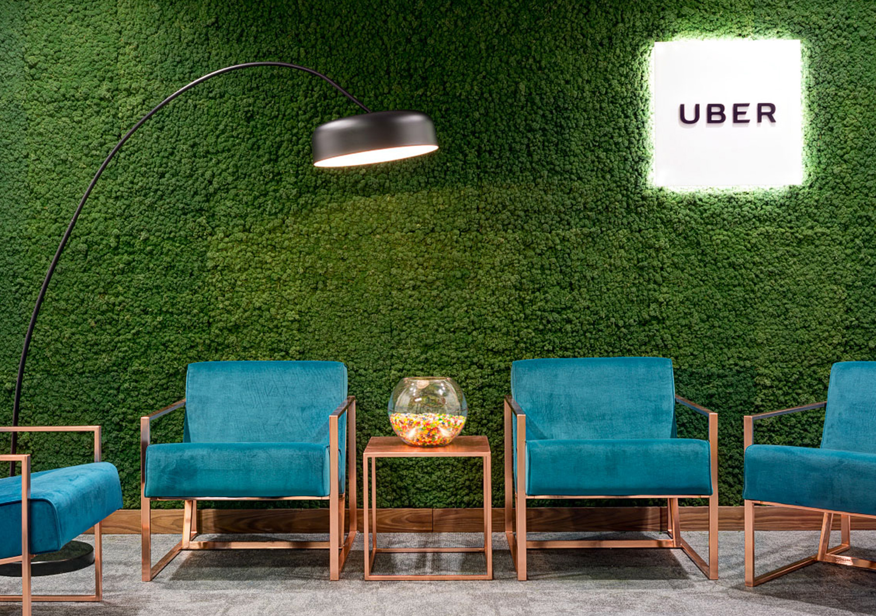 Moss logo made of functionally acoustic Evergreen Moss Standard with an integrated company logo in the UBER offices