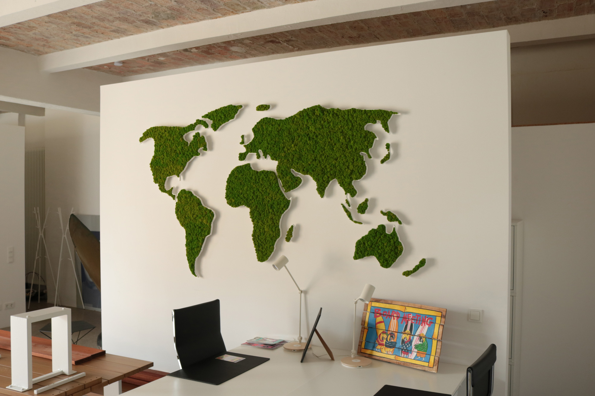 Moss wall with important message, moss map of the world, Evergreen Premium moss, Jugend gegen Aids